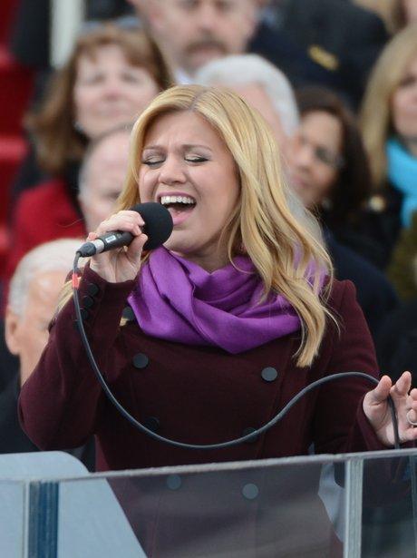 Kelly Clarkson singing At President Obama Inauguration Ceromony