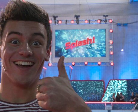 Tom Daley giving thumbs up on Splash!