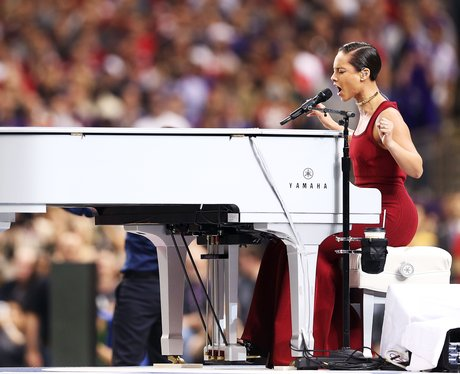 alicia keys sings national anthem