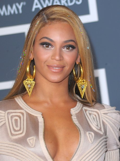Beyonce in low cut dress at Grammys 2010