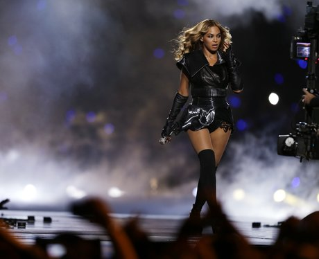 Beyonce sings live at the US Super Bowl 2013