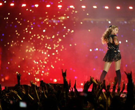 Beyonce plays the US Super Bowl 2013