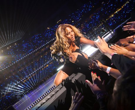 Beyoncé with her fans at Super Bowl 2013
