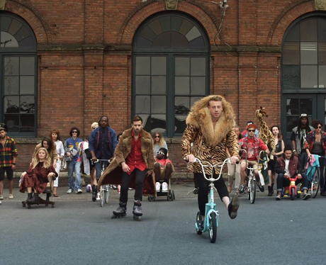 Macklemore in fur coat - 'Thrift Shop' Music video