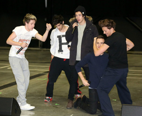 One Direction rehearse for their 'Take Me Home' world tour