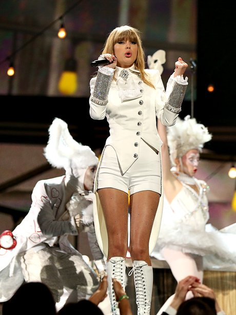 Taylor Swift performs at the Grammy Awards 2013