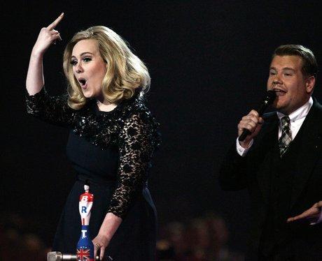 Adele puts middle finger up at 2012 Brit Awards