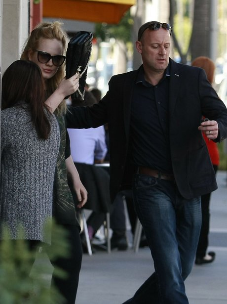 Adele Hiding From Paparazzi in Los Angeles