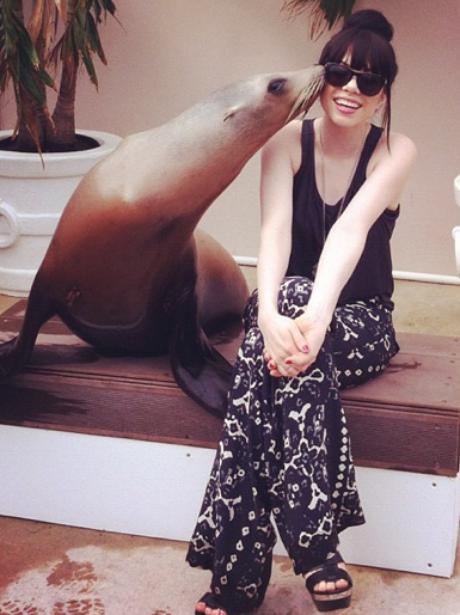 Carly Rae Jepsen being kissed by a seal