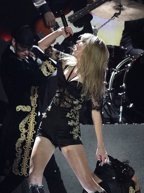 Taylor Swift BRIT Awards 2013 performance