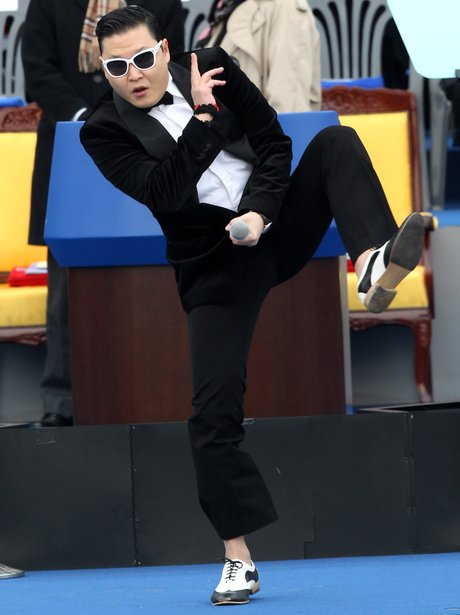 PSY performing