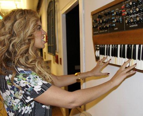 Beyonce playing a wall piano