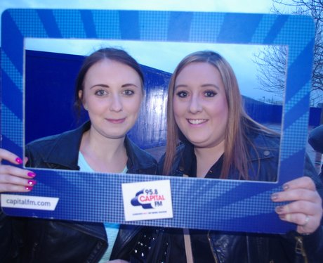 pictures of fans at Ne-Yo's gig at the O2
