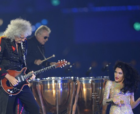 jessie j and Brian May playing guitar
