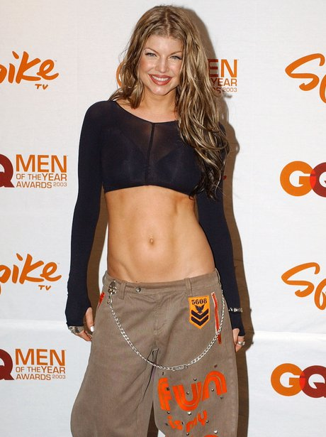 Fergie shows off abs