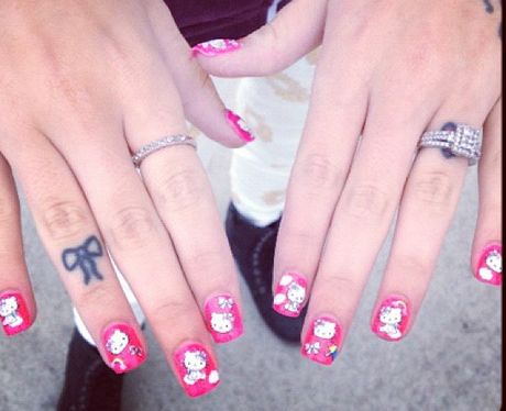 Cher Lloyd's nails