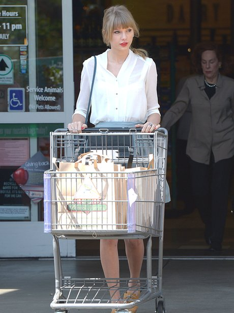 Taylor Swift Spotted Grabbing A Few Groceries During Some Rare Time Off Pictures Capital