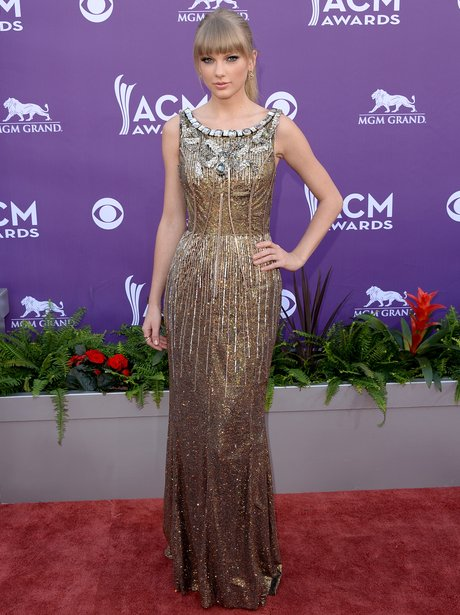 Taylor Swift on the ACM Awards 2013 red carpet