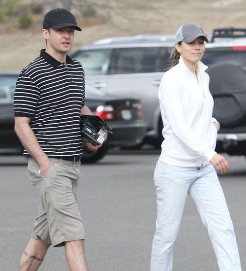 Justin Timbelake Joins Wife Jessica Biel For A Round Of Golf In