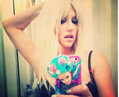 Ke$ha reveals a bleached blonde look
