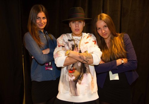 Justin bieber shows off new tattoo of koi carp during fan meet and check out a picture of justin biebers new koi carp tattoo below picture bieberfever m4hsunfo