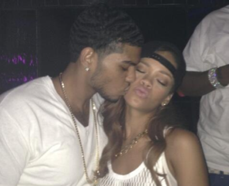 Rihanna kissing a fan