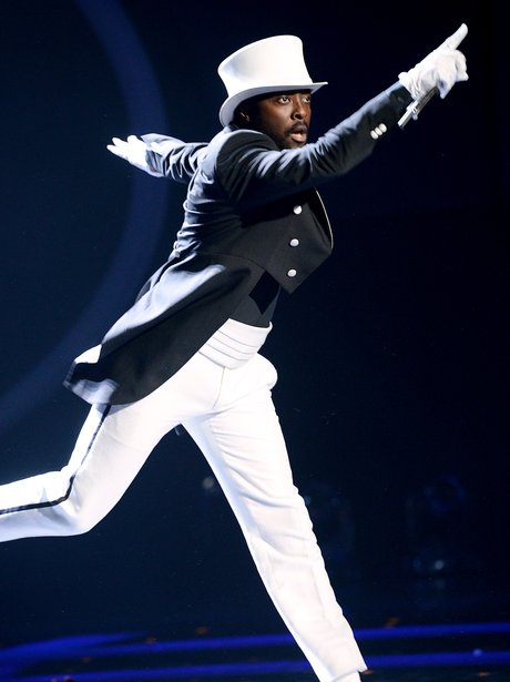 Will.i.am perfomrs on Amreican Idol
