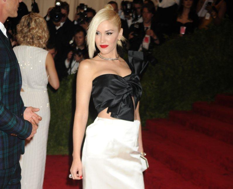 Gwen Stefani posing for photographers