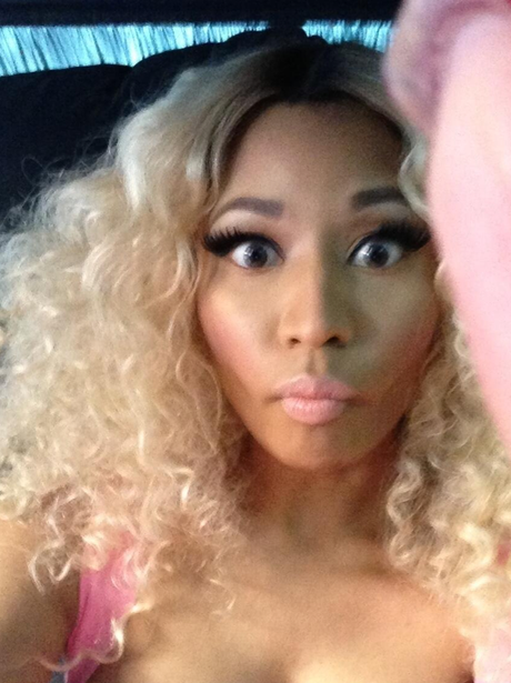 Nicki Minaj says hello to her Barbz ahead of American Idol