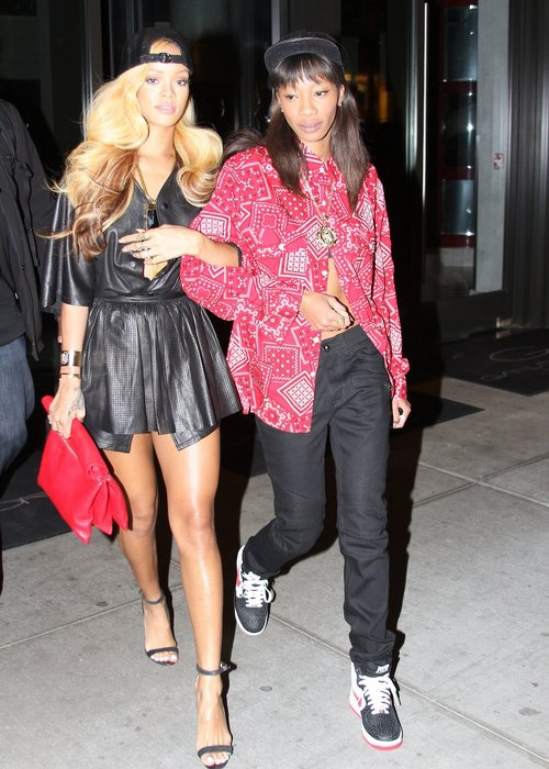 Rihanna Shows Off New Long Blonde Weave Hairstyle 24 Hours