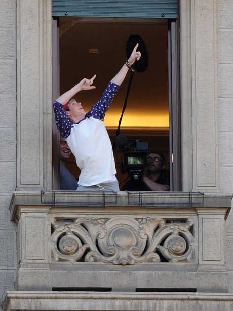 NialL Horan doing Usain Bolts pose