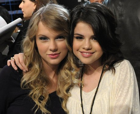 Selena Gomez and Taylor Swift hugging at awards ceremony