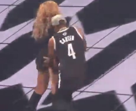 Jay-Z slaps Beyonce's bottom