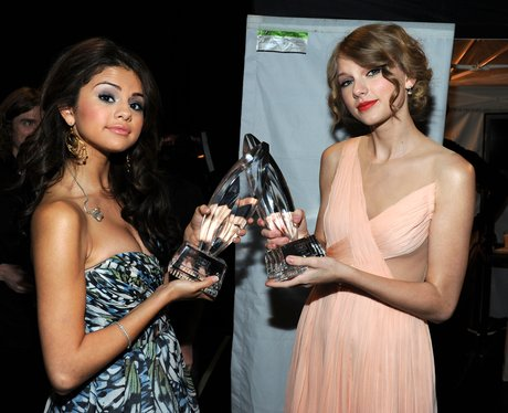 Taylor Swift and Selena Gomez Peoples Choice Awards 2011