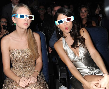 Taylor Swift and Selena Gomez wearing 3D glasses