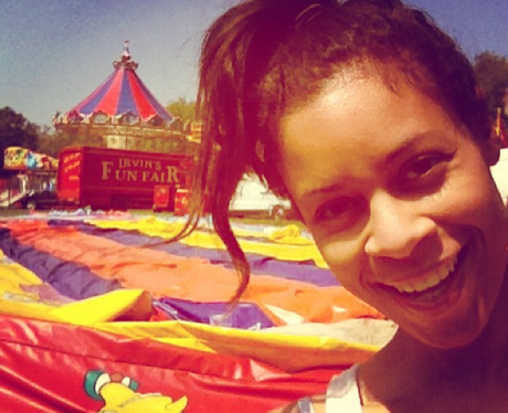 AlunaGeorge at the fun fair