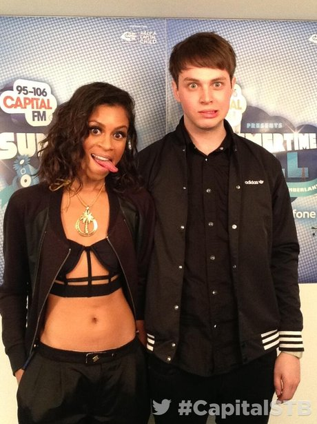 AlunaGeorge At The Summertime Ball 2013 Twitter Mirror