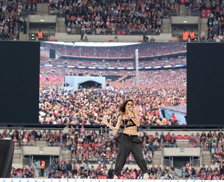 AlunaGeorge Summertime Ball 2013