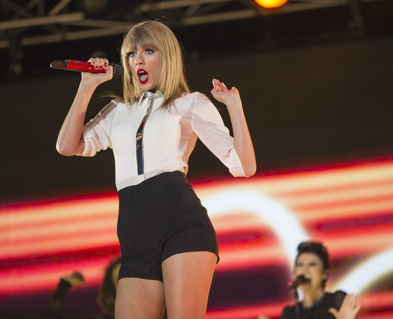 Taylor Swift at the Summertime Ball 2013