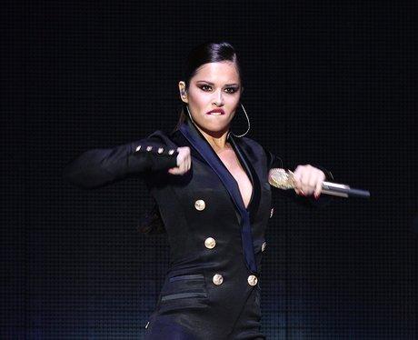 Cheryl Cole twrking