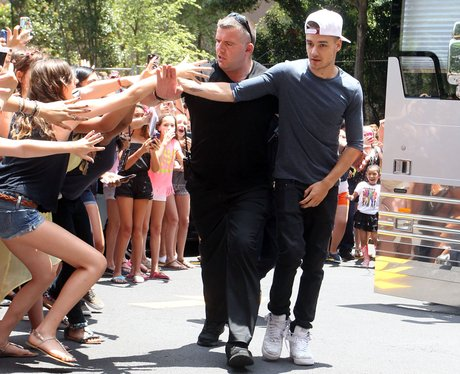 Liam Payne mobbed by fans