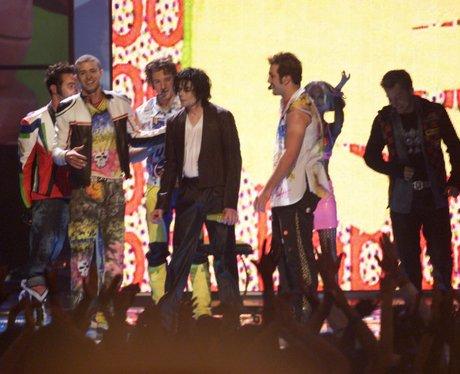 Michael Jackson and NSYNC play MTV VMAs in 2001