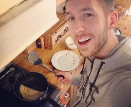 Calvin Harris making an omelette