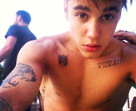 Justin Bieber posts a topless selfie