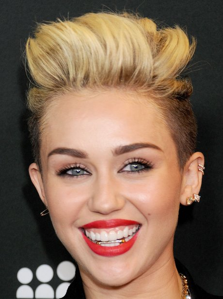 Miley Cyrus teeth grilz