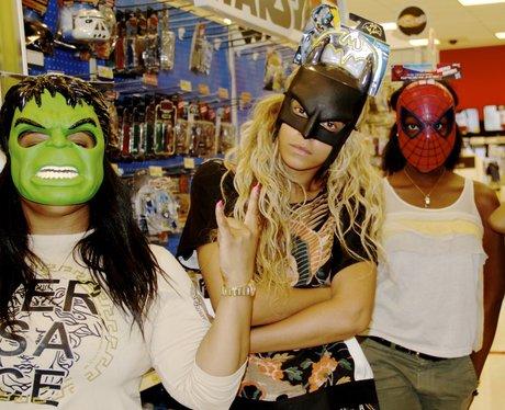 beyonce wears batman mask