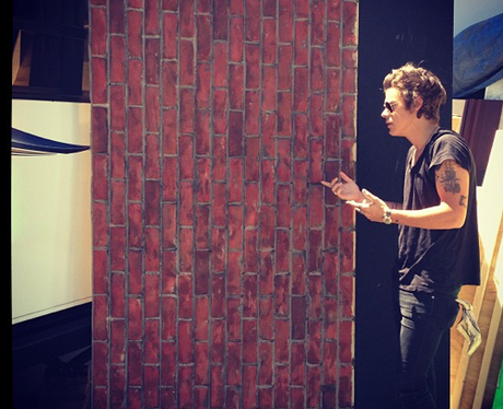 Harry Styles talking to a brick wall