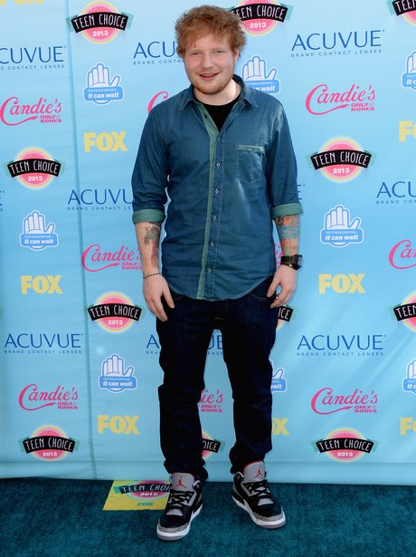 Ed Sheeran wearing shift on Teen Choice Awards 2013 red carpet