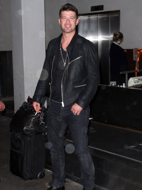 Robin Thicke spotted at the airport