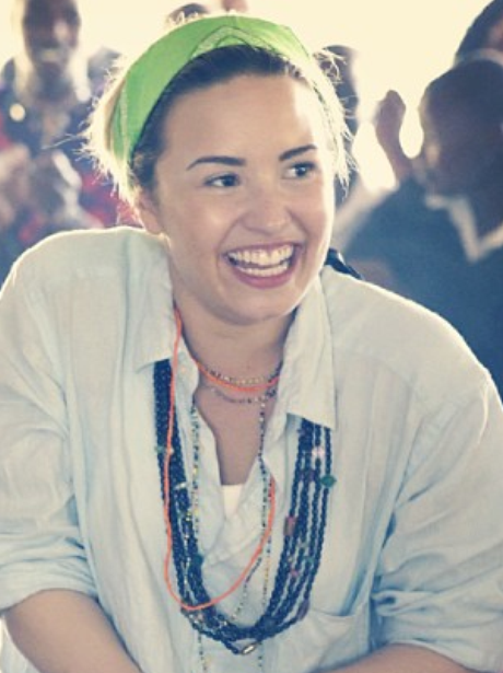 Dem Lovato wearing no make- up